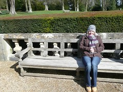 Chilly Tracy 2 (RickyRew) Tags: cold bench tracy woollyhat hedge waddesdonmanor