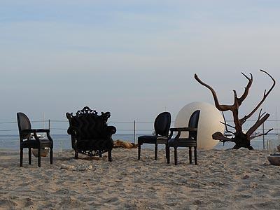 toit de la plage et fauteuils.jpg