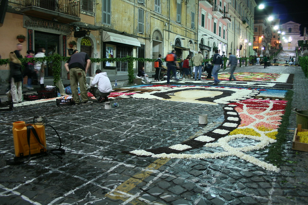 Nightly preparations in Genzano, 2008
