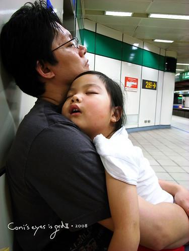 當小孩真好.隨處可睡