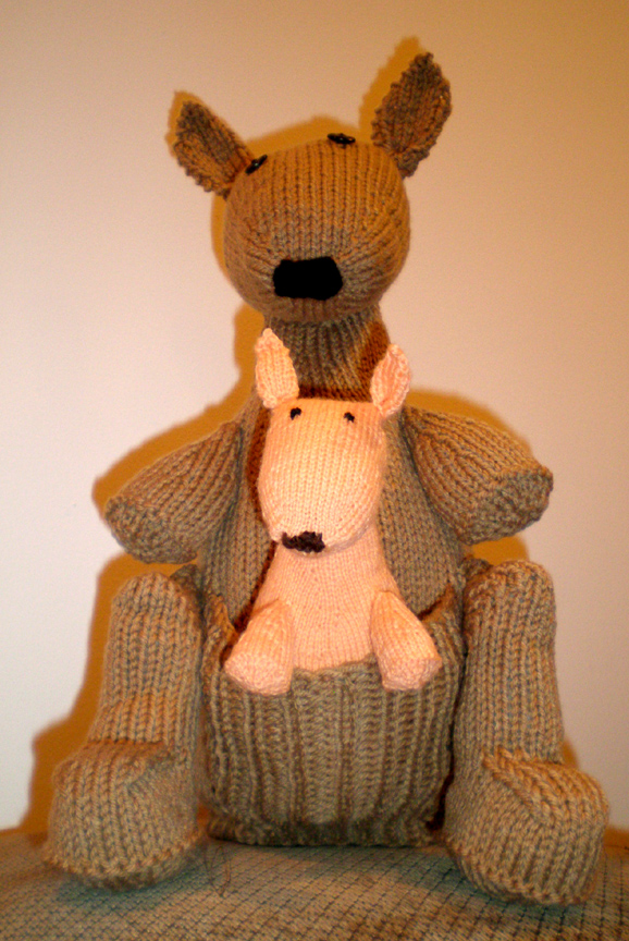 Kangaroo Pouch Knitting Pattern : Kangaroo Free Knitting Pattern from the Animals Free Knitting Patterns Catego...