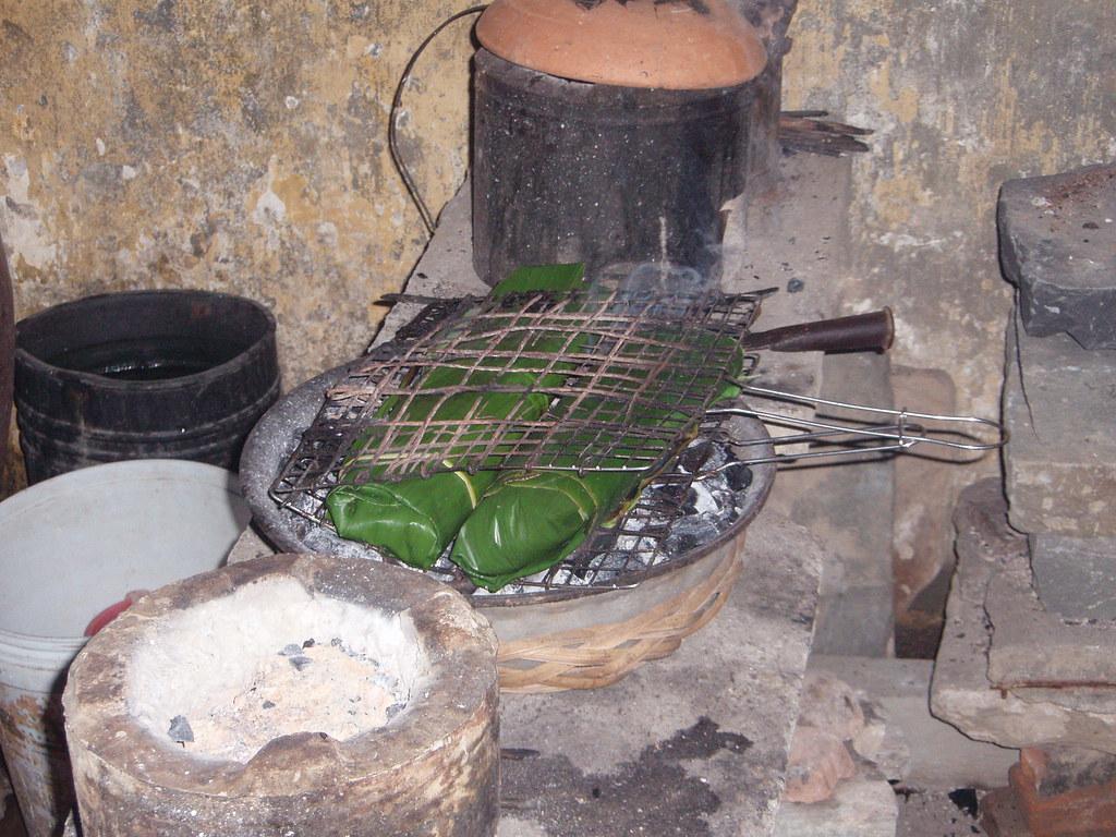 Pescado asado en hojas de banana