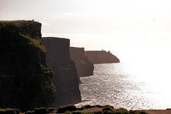 cliffs of moher (adudi) Tags: ocean ireland sunset holiday galway fog high nikon shot doolin cliffs atlantic east shot2 cliffsofmoher eastern moher irlanda nikond40 adudi