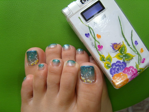 Flowers with gradation toe nail art designs