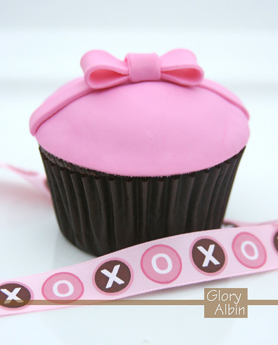 Sweet pink and brown cupcake / Glorious Treats