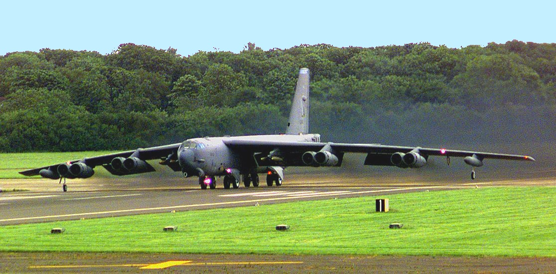 B-52 Stratofortress Decolando