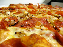 Toppers Pizza (thezygo) Tags: pizza onion toppers pepperoni
