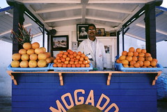 - (micampe) Tags: kodak voigtlander maroc 160vc portra essaouira 25mm skopar arance leicacl pompelmi