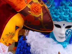 Couleurs (blogspfastatt) Tags: carnival blue venice color colour beauty yellow jaune costume nice couple colorful colours fiesta mask parade bleu carnaval colourful venise carnevale venezia couleur visualart masque farben venitien veneto kolor venicia costium pfastatt rosheim blogspfastatt