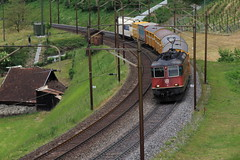 Postzug mit SBB Lokomotive Re II 4/4 11286 ob Erstfeld auf der Gotthard Nordrampe der Gotthardbahn im Kanton Uri in der Schweiz (chrchr_75) Tags: hurni christoph schweiz suisse switzerland svizzera suissa swiss chrchr chrchr75 chrigu chriguhurni 1105 mai 2011 albumbahnenderschweiz zug train juna zoug trainen tog tren поезд lokomotive паровоз locomotora lok lokomotiv locomotief locomotiva locomotive eisenbahn railway rautatie chemin de fer ferrovia 鉄道 spoorweg железнодорожный centralstation ferroviaria albumbahnenderschweiz2011 ahnenderschweiz2011 albumsbbre44iiiii sbb cff ffs schweizerische bundesbahn bundesbahnen re44 re 44 chriguhurnibluemailch mai2011 albumzzz201105mai hurni110512