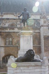 Oliver Cromwell in front of Houses of Parliament in London, England (Hopeisland) Tags: uk england london housesofparliament olivercromwell