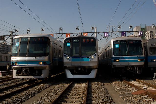 東京メトロ07系と05系並び