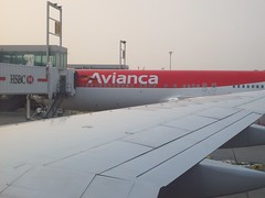 */25/49 - AVIANCA 2008 (IMAGEN09) Tags: travel vacation photo airport airplanes picture pic 2008 08 avianca