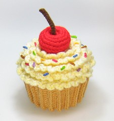 Little Big Projects: Amigurumi Cupcake Plush