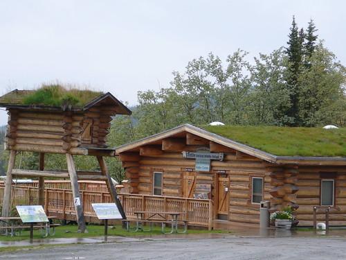 Ultima cabana de Informacion para turistas en Alaska !, llovia a cantaros las senoras nos convidaron te con leche y sanguches de salmon !, y nos levantaron el animo