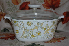 Floral Bouquet (the_robins.nest) Tags: vintage 1971 casserole corningware floralbouquet pyroceram coveredsaucepan 134quart wraparounddesign