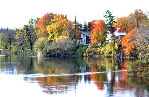 arnprior chat Arnprior, ontario lac des chats (english: lake of cats), commonly known as chats lake, [1] [2] [3] is a lake on the ottawa river that forms the boundary between the provinces of ontario and quebec ( canada ).