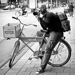 photocyclist (Baptiste Pons) Tags: street camera travel viaje bw netherlands amsterdam bike canon calle europa europe cyclist nederland bn sidewalk ciclista holanda viatge carrer vorera blancinegre acera cmara cmera robado squaredformat pasesbajos bibicleta pasosbaixos ltytr1 canonista