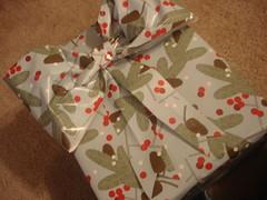 3093916673 5232e14cc5 m A Gift Wrap Bow Tutorial