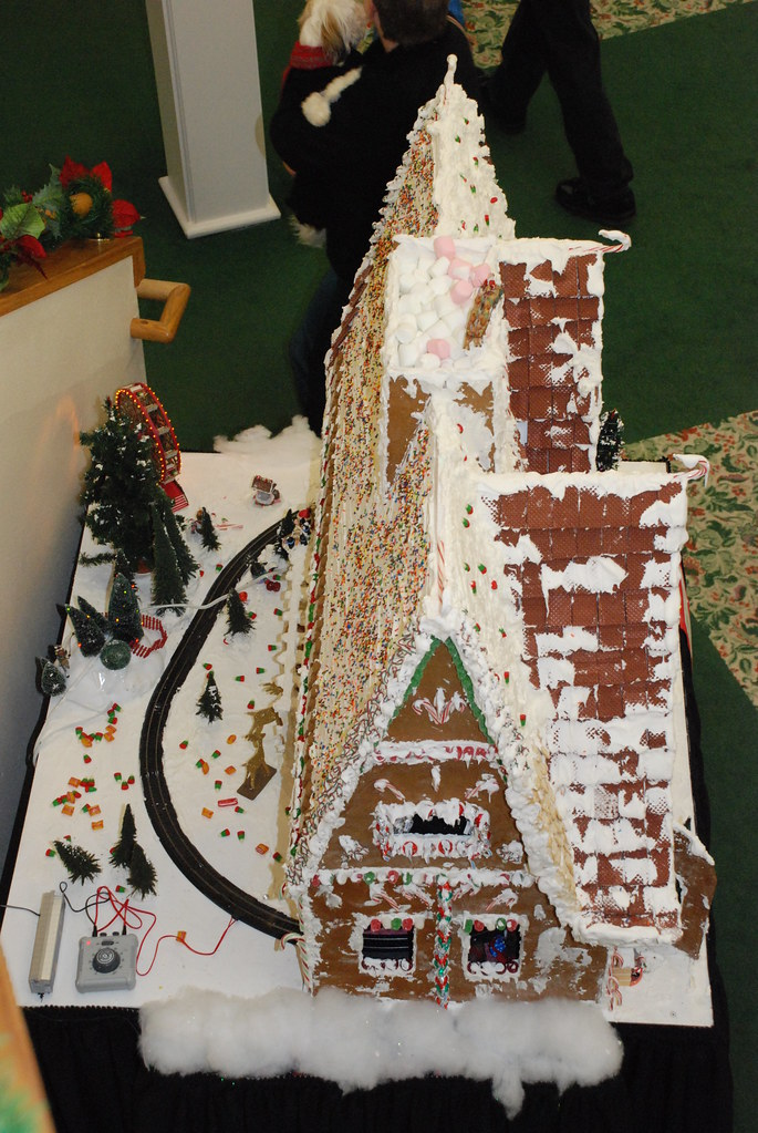 GIgantic GIngerbread House