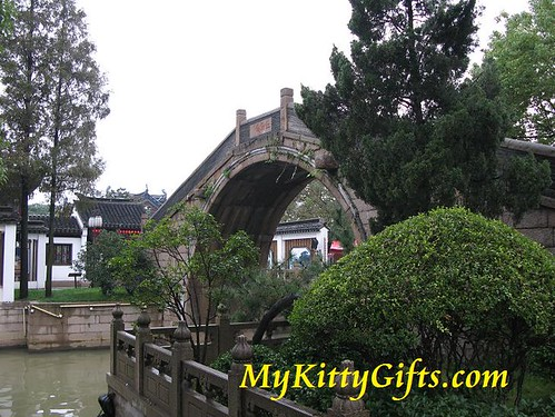 Hello Kitty's View of Bridge at SuZhou