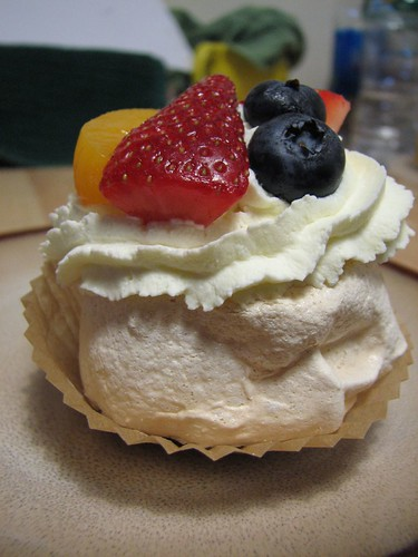 mini-pavlova from the side