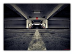 underground symmetry (Lars Kehrel) Tags: auto light cars car k germany underground licht jan 26 d 5 kunst garage parking basement lot artificial symmetry lars explore 200 halogen bauhaus symetry jpg f3 heidelberg autos subterranean 18200 hdr hdri tiefgarage 18mm parkhaus parken f35 symetrie kunstlicht 200d k200 pentx tamorn k200d kehrel