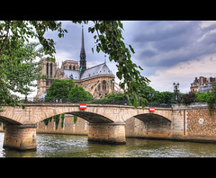 Notre Dame de Paris (AO-photos) Tags: bridge paris seine architecture river nikon notredame pont hdr d300s