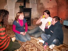 chatting (Janie's got gun) Tags: birthday friends party people march gente 25 marzia festa amici compleanno marzo mady