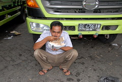 TRUCKING IN INDONESIA (Claude  BARUTEL) Tags: truck sumatra indonesia lunch island eating driver