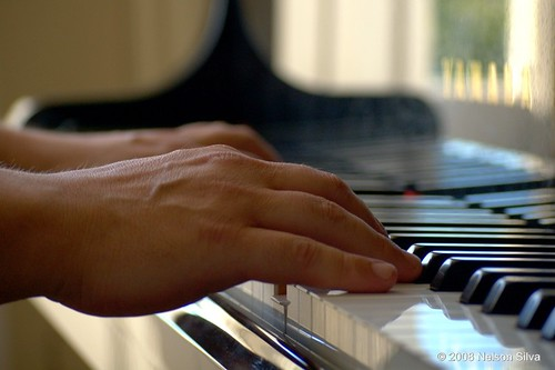 Tracking the sounds of pianist hands (Alberto Miranda @ Clube Literário do Porto)