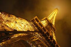 Torre Eiffel. Paris (joferas1977) Tags: paris france fog night noche holidays torre tour eiffel toureiffel torreeiffel francia vacaciones niebla