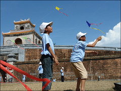 Wow, look at this kite go (NaPix -- (Time out)) Tags: kite festival citadel vietnam hue themoulinrouge firstquali