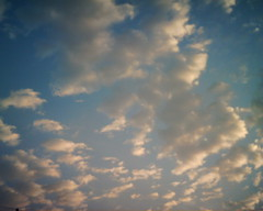 【写真】VQ1005で撮影した朝の風景(朝焼けの空と雲)
