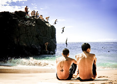 Waimea Bay (SARA LEE) Tags: summer boys rock tattoo kids hawaii jump oahu northshore midair sequence waimeabay sarahlee legothenego vivantvie photobyleilanir