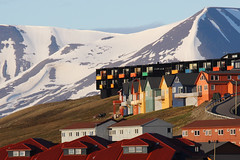 Longyearbyen architecture (ngari.norway) Tags: travel houses color colour nature norway architecture buildings landscapes scenery colorful europe photos svalbard colourful polar spitsbergen midnightsun sceneries longyearbyen ngari canonef70200mmf4lisusm thearctic canon450dxsi