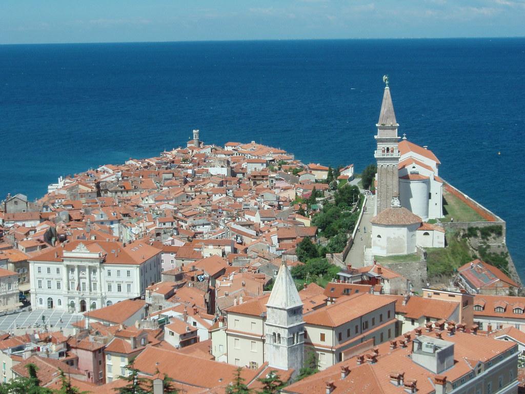 Ciudad de Piran y costa Adriática