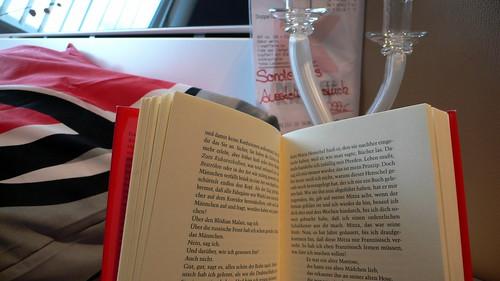 Bei Möbel Kraft gibt es echte Bücher als Deko