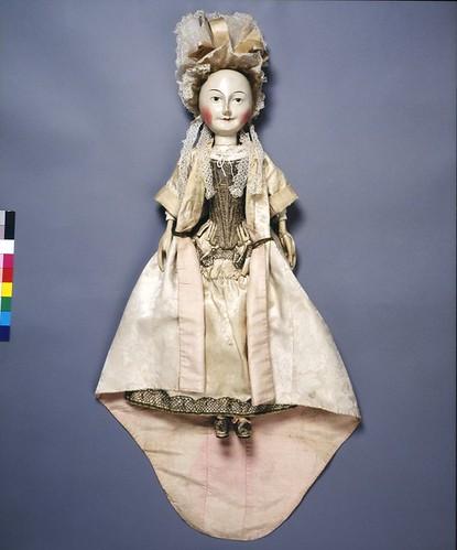03- Lady Clapham con otro vestido