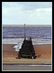 Hunstanton (Grommz) Tags: vacation england beach norfolk sigma canon350d hunstanton tidebreak