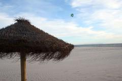 Kite beach ({Alan}) Tags: ocean summer kite beach umbrella spain espana spiaggia spagna tarifa oceano ombrellone