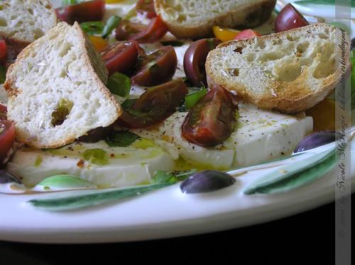 Creme Fraiche Marinierter Mozzarella mit Kirschparadeiser