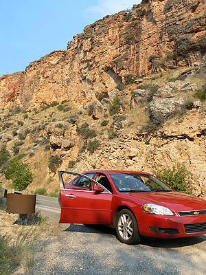 voiture dans les montagnes.jpg