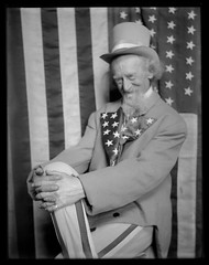 Uncle Sam, Artists Model (George Eastman House) Tags: old portrait bw man beard stars us unitedstates stripes 1900 unclesam georgeeastmanhouse vintageamerica samuelwilson color:rgb_avg=646464 williammvanderweyde geh:accession=197400561167