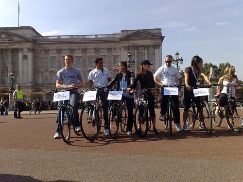 77edf20e6 London freewheel at Buckingham Palace