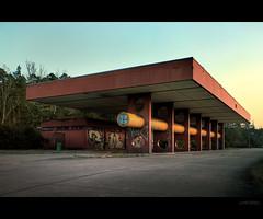 6:17 pm (deNNis-grafiX.com) Tags: sunset berlin abandoned architecture twilight reststop autobahn architektur bordercrossing duane avus westberlin zoll grenzbergang grenze marode a115 dreilinden copyrightedallrightsreserved