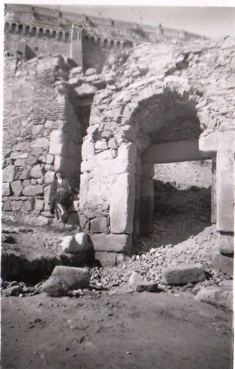 Puerta de Doce Cantos el 19 de febrero de 1959.  Fotografía de Mary Carmen Butragueño Cerviño
