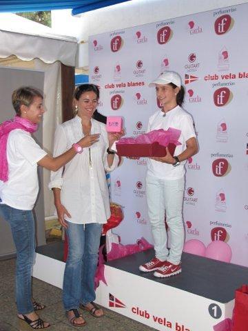 Victoria Ivaylova recibe su premio de manos de Natalia Via-Dufresne