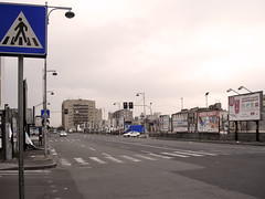 Calle desierta (zackds) Tags: street blackandwhite italy blancoynegro azul cutout calle europa europe strada italia colore almostbw via colouring catania sicilia biancoenero selective desaturado selectivo selettivo