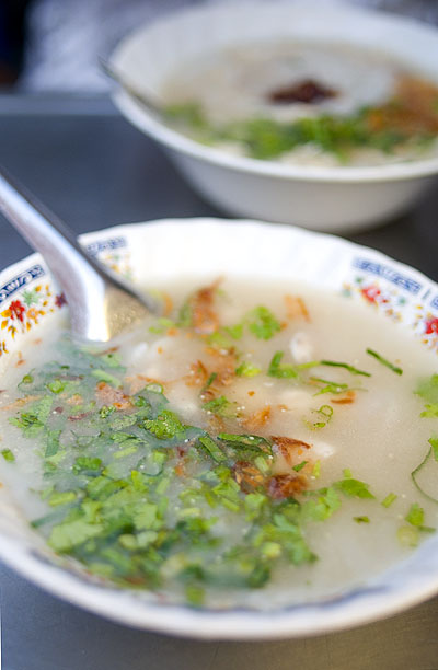 Khao tom yuan, a Thai-Vietnamese noodle dish, Bangkok's Sunday Vietnamese market